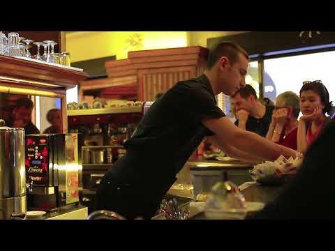 Flip Films Stock Video: Tazza d'oro Caffe Rome, Italy